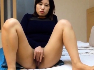 Really Spectacular Korean girl's juicy pussy and sex