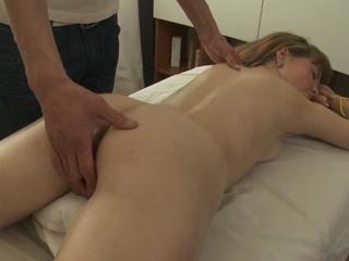Efficacious masseur seduces hawt floozy to gangbang her wet pussy